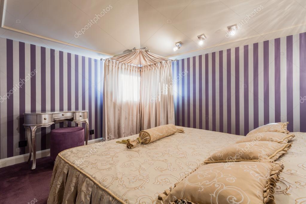 Camera da letto stile barocco — Foto Stock © photographee.eu #71971085