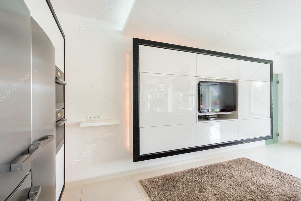 Wielki Telewizor Na ścianie W Salonie Zdjęcie Stockowe