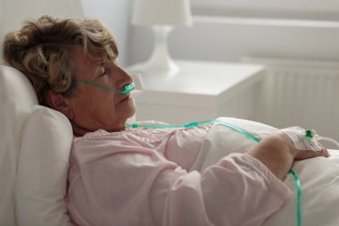 Sick woman with nasal cannula