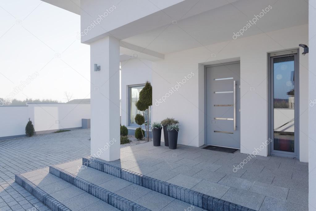 Ingang van het huis u2014 stockfoto © photographee.eu #73253907