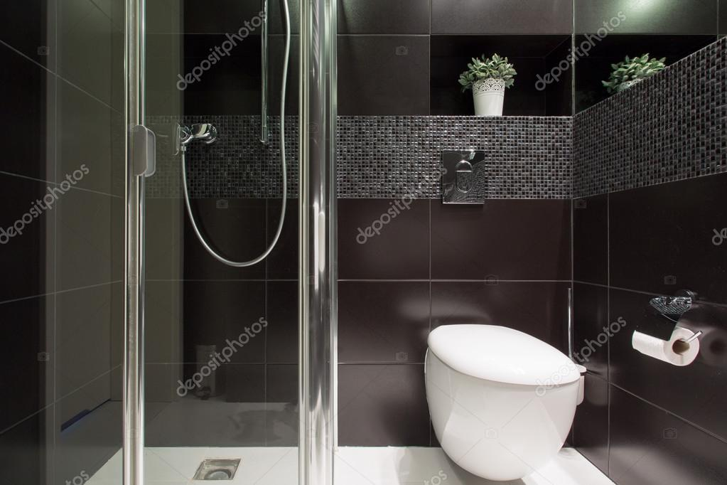 Zwarte Tegels Badkamer : Zwarte tegels op de badkamer u stockfoto photographee eu