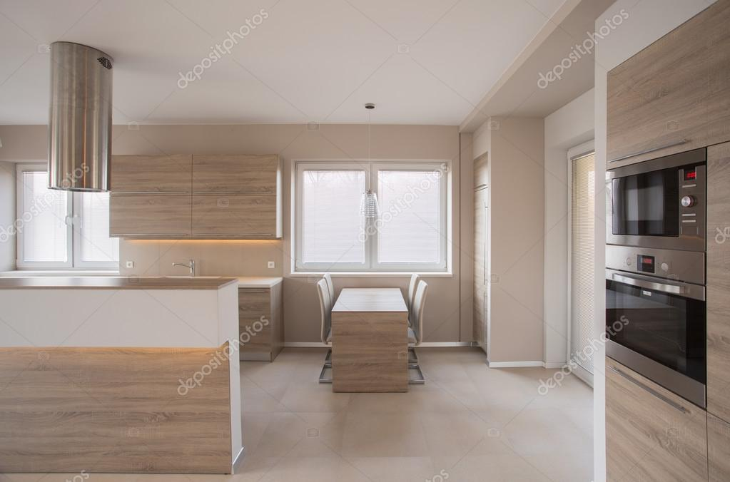 https://st2.depositphotos.com/2249091/7436/i/950/depositphotos_74361737-stock-photo-kitchen-with-counter.jpg