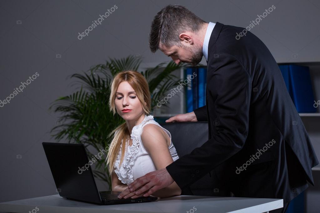 Соблазнительная секретарша на работе эротика парень вернулся