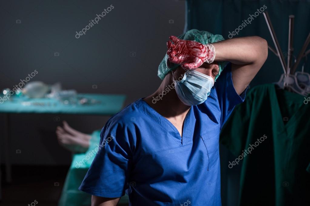 Фото хирург после операции. После операции хирург ...