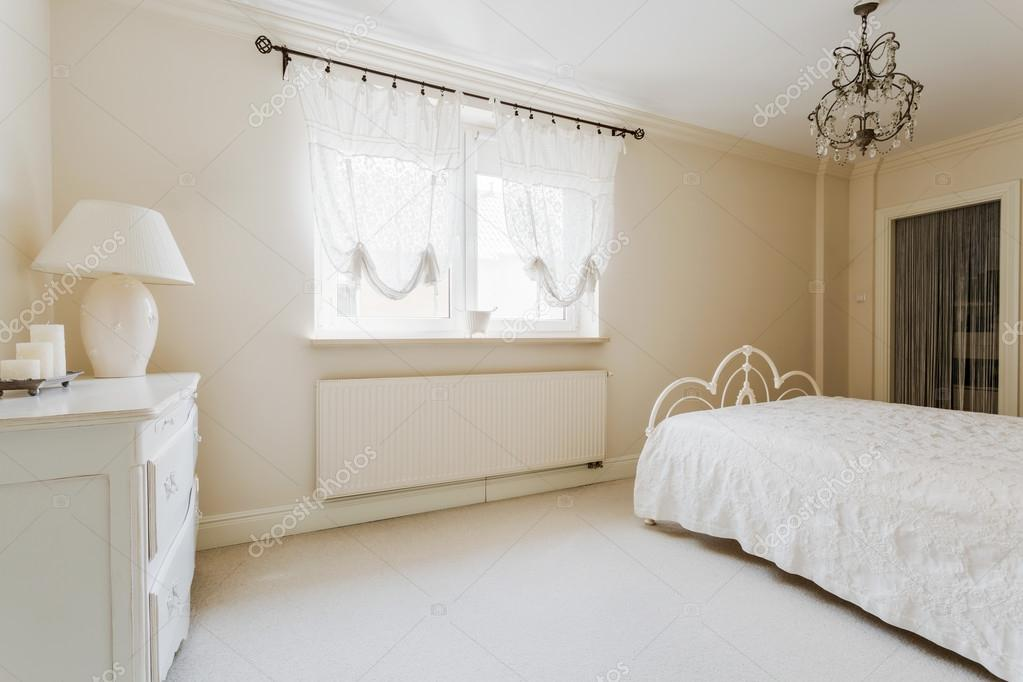 Chambre à coucher romantique élégant — Photographie photographee.eu ...