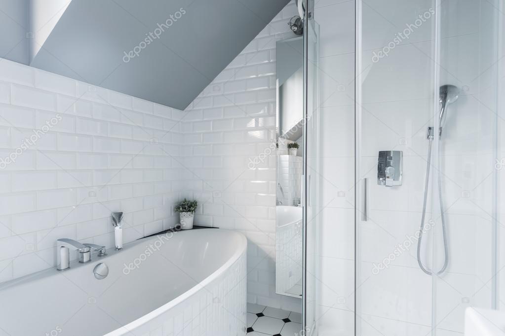 exclusieve witte badkamer — Stockfoto © photographee.eu #75787617