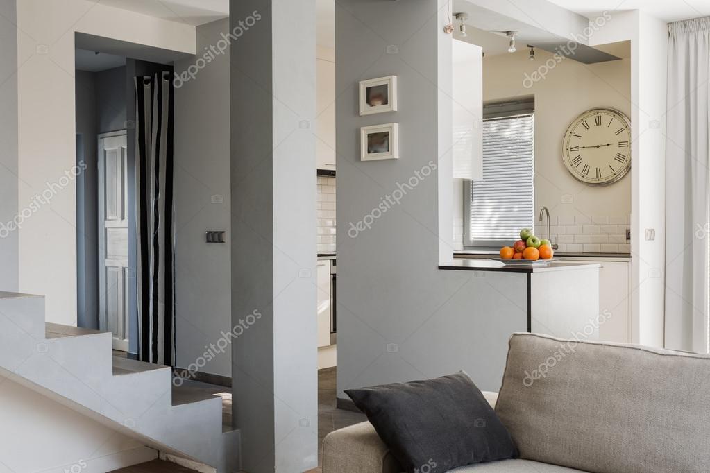 scale in soggiorno — Foto Stock © photographee.eu #75788147