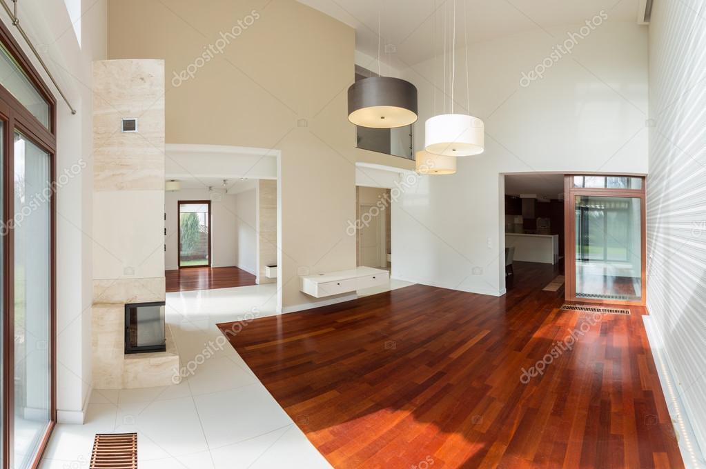 Holzparkett im Luxus-Interieur — Stockfoto © photographee.eu #75895261
