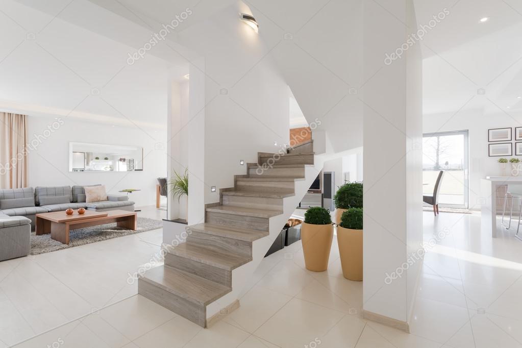 Interior de la casa en estilo minimalista fotos de stock for Foto casa minimalista
