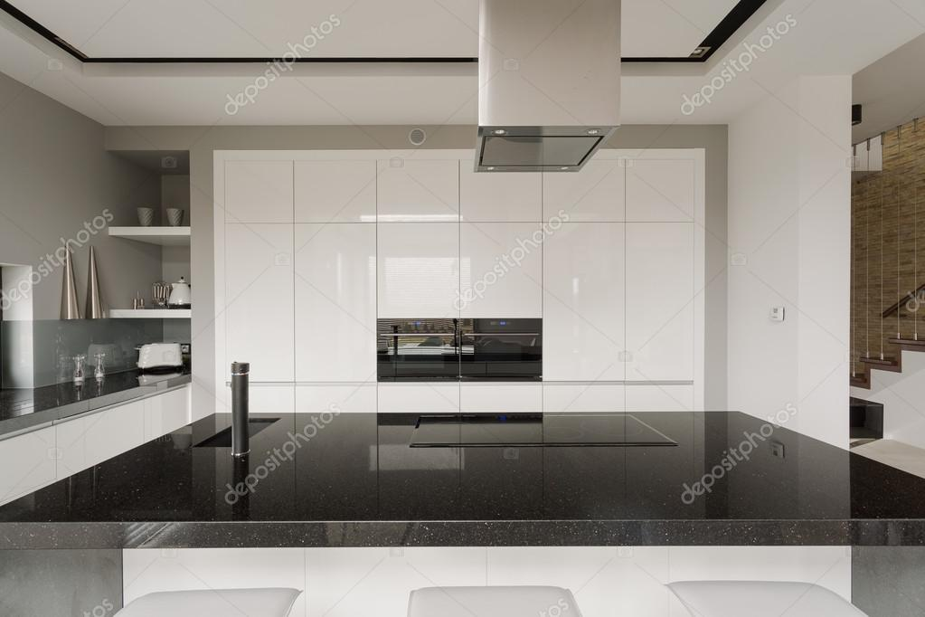 Zwart-wit keuken interieur — Stockfoto © photographee.eu #77036575