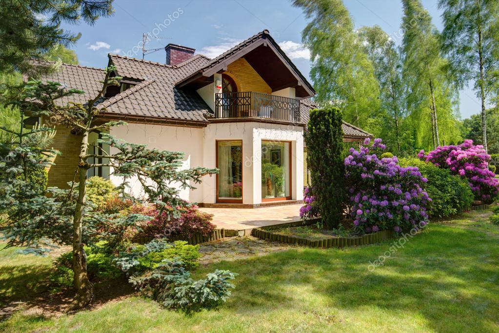 Detached house and beauty garden