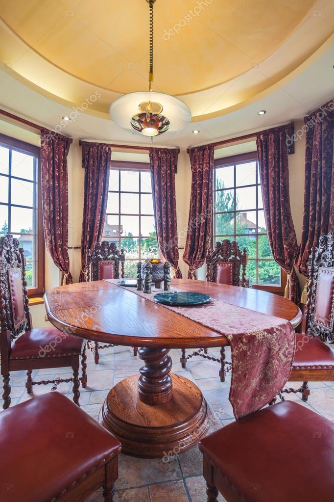 Muebles antiguos de comedor — Foto de stock © photographee ...