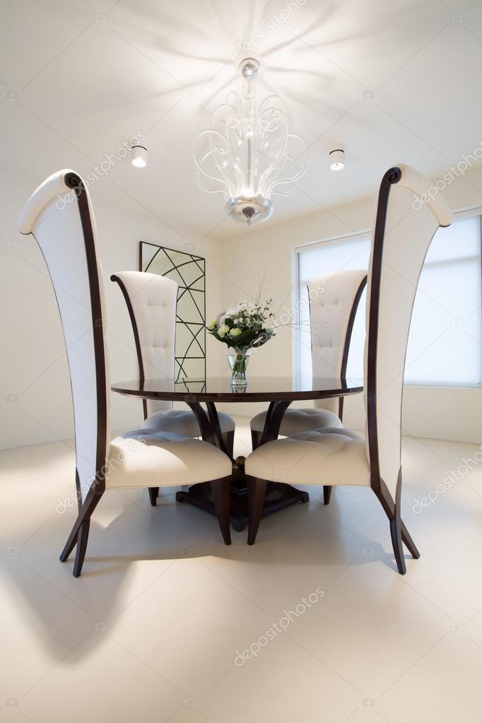runder tisch im speisesaal — stockfoto © photographee.eu #78224830, Esszimmer dekoo