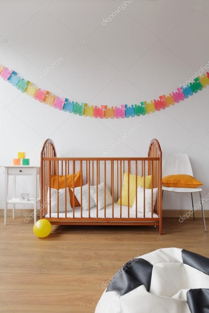 Habitación de bebé amplias de diseño contemporáneo — Foto de stock ...