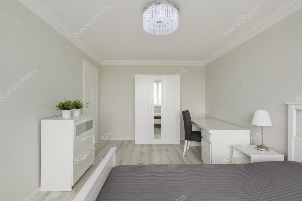 Eigentijds design witte slaapkamer u2014 stockfoto © photographee.eu