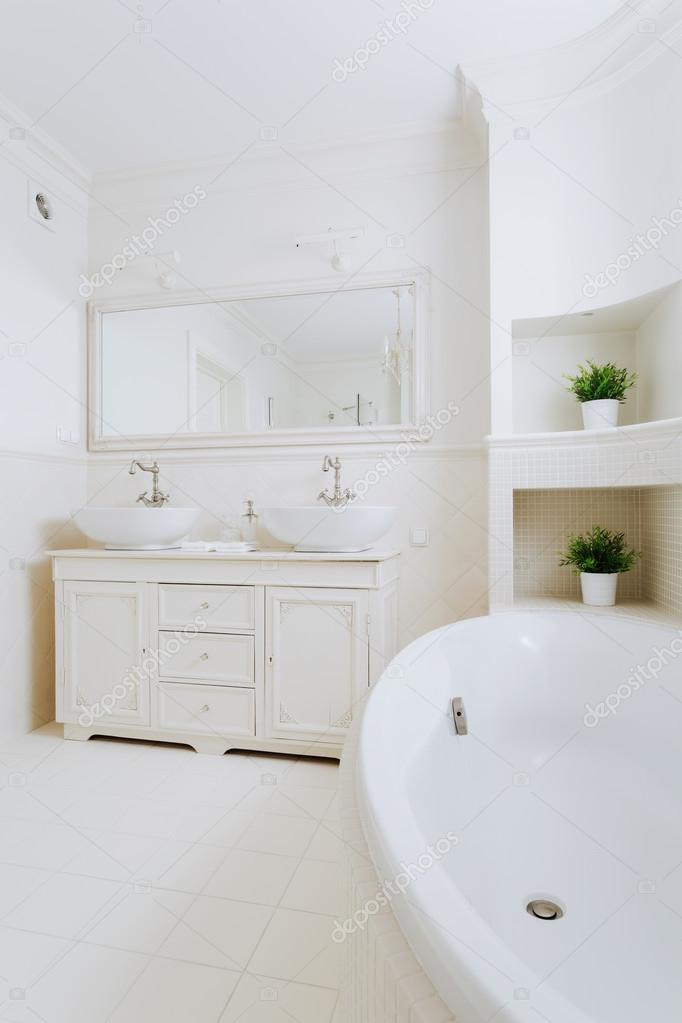 De luxe badkamer design — Stockfoto © photographee.eu #80767828