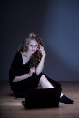 Female suffering from online rumor