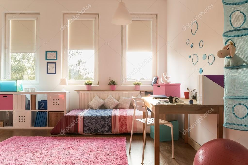 Gemütliche Zimmer für teenager — Stockfoto © photographee.eu #82522242