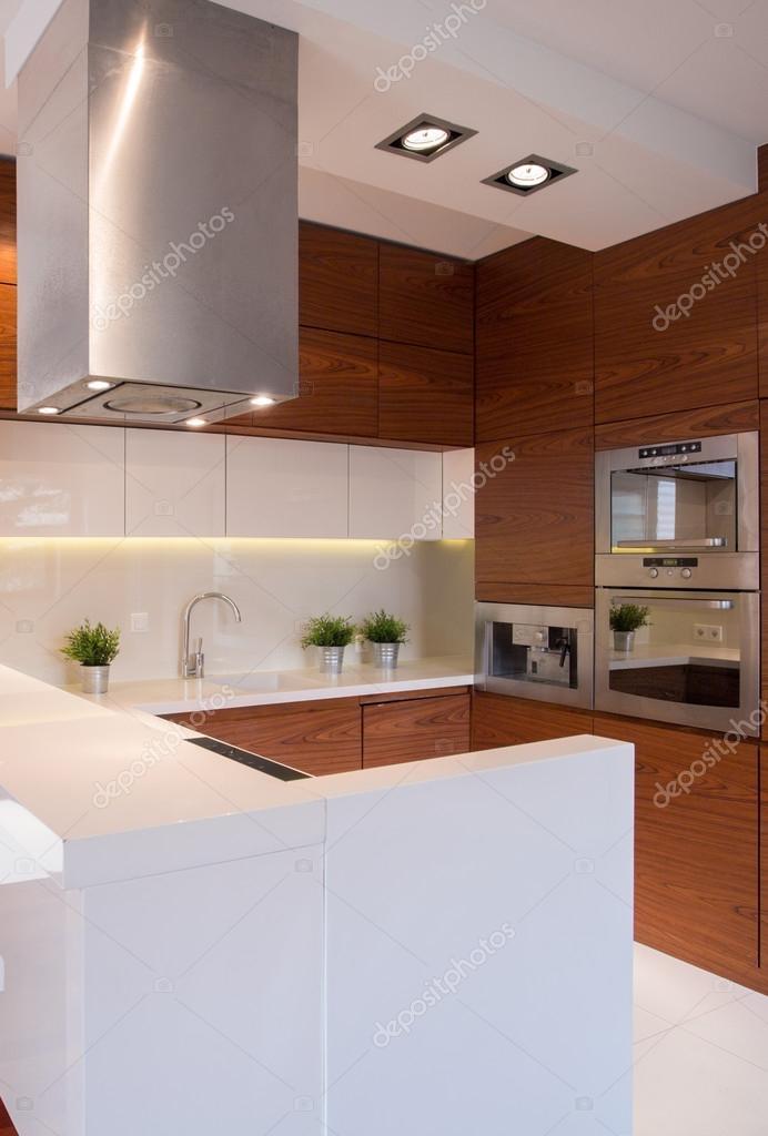 cucina bianco e marrone — Foto Stock © photographee.eu #83628594