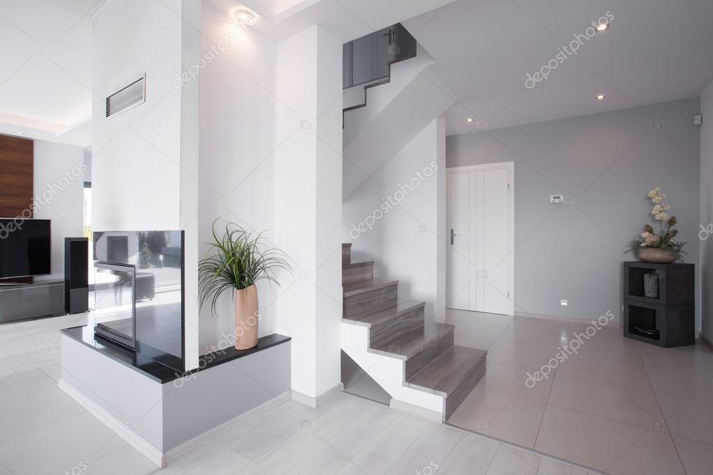Moderne trap in stijlvolle huis u stockfoto photographee eu