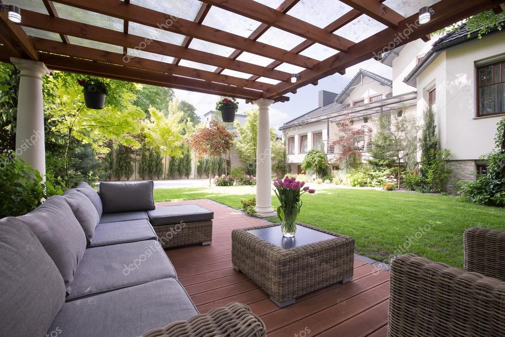 Luxus Gartenmöbel — Stockfoto © photographee.eu #83814362