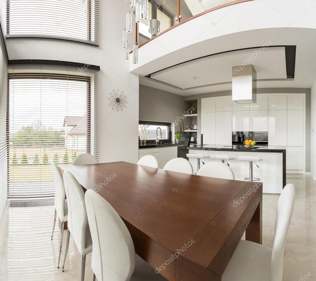 Zona pranzo e cucina a vista — Foto Stock © photographee ...