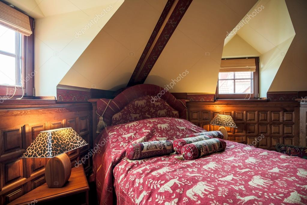 Interno camera da letto stile coloniale — Foto Stock © photographee ...