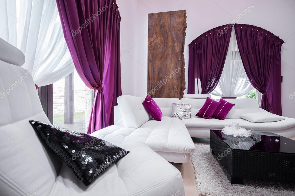Paarse Decoratie Woonkamer : Woonkamer van paarse decoraties u stockfoto photographee eu