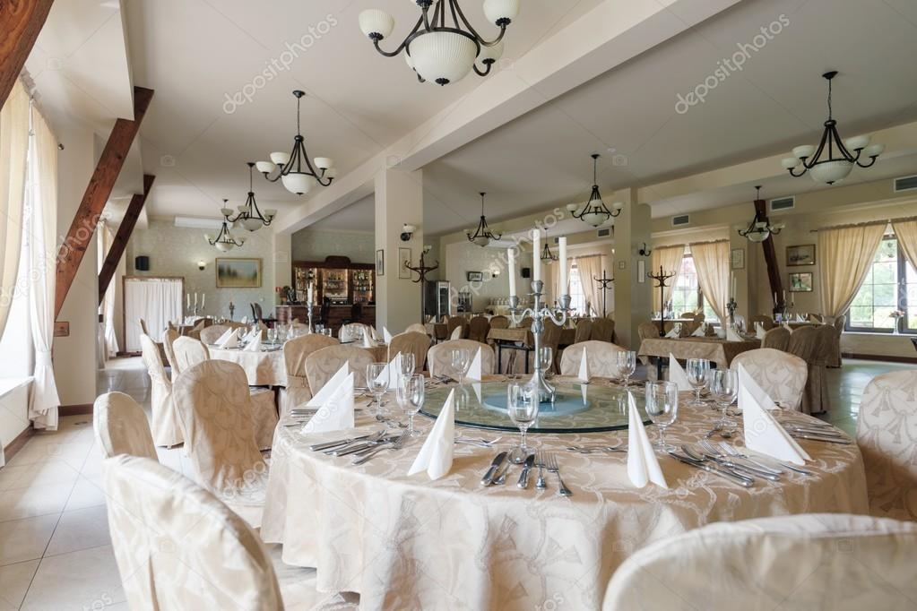 Sala da pranzo elegante hotel — Foto Stock © photographee.eu #86299836