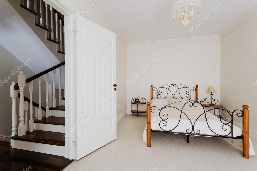 シンプルなベッドルーム ...