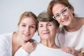 Többgenerációs család együtt tölteni az időt