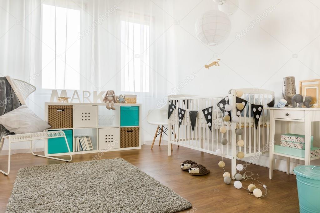 Witte Slaapkamer Meubels : Baby slaapkamer met witte meubels u stockfoto photographee eu