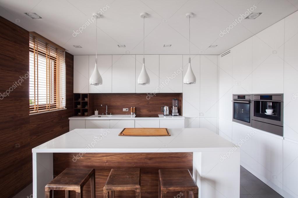 Weiße Kücheninsel — Stockfoto © photographee.eu #89160738