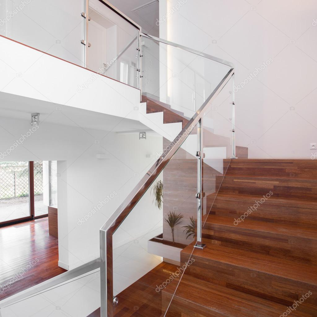 Escaleras De Madera Con Barandilla Elegante Foto De Stock  ~ Barandillas De Cristal Para Escaleras Interiores