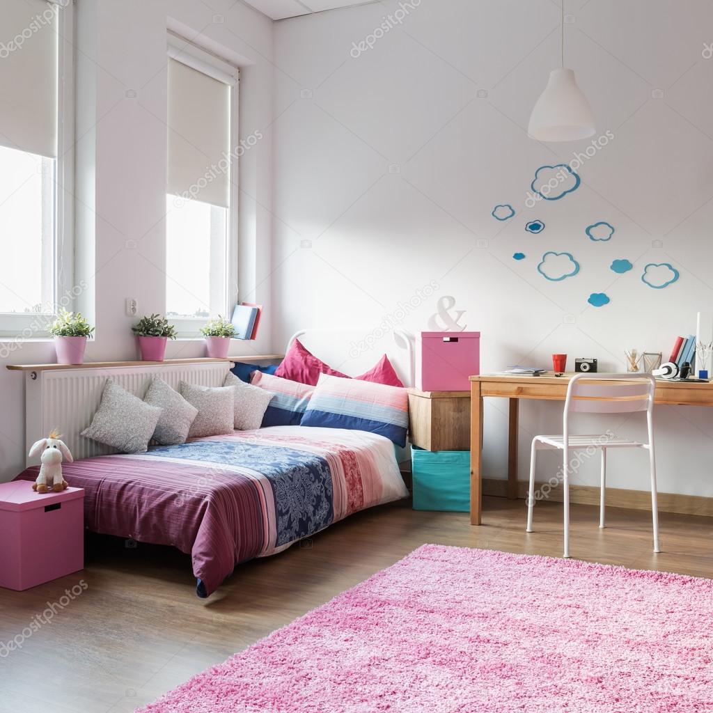 Tiener meisje slaapkamer — Stockfoto © photographee.eu #96291520
