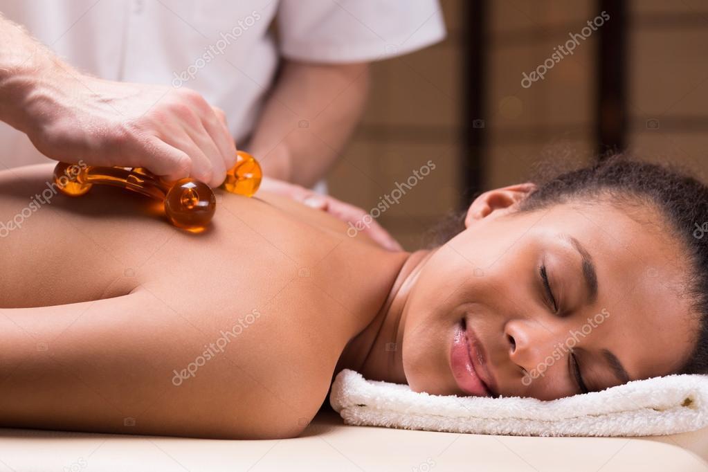 массаж женщине массажером