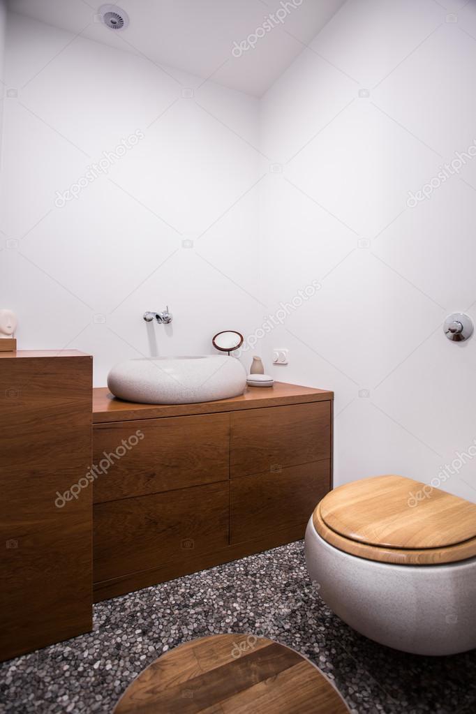 Bagno con decorazioni in legno — Foto Stock © photographee.eu #97480362
