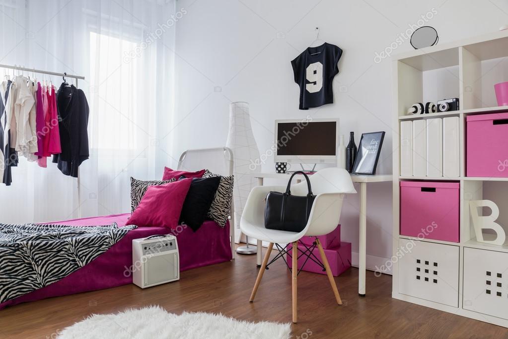 Meisjes willen plezier hebben en kamer dergelijks u2014 stockfoto
