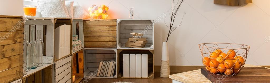 DIY Bücherregalsystem in neues Interieur — Stockfoto © photographee ...
