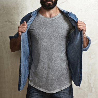 guy wearing blank grey t-shirt