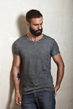 Bearded guy wearing grey t-shirt