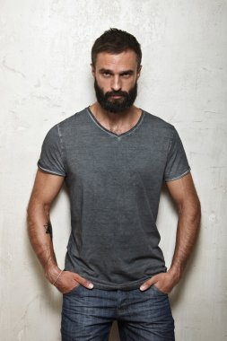 guy wearing blank grey t-shirt