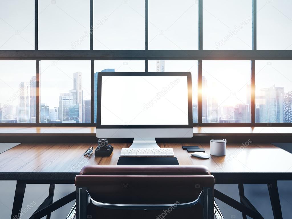 espace de travail moderne avec fenêtres panoramiques — Photographie ...