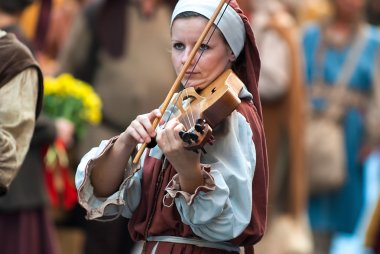 young woman of the Middle Ages plays a musical instrument simila