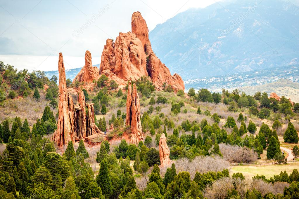 https://st2.depositphotos.com/2256213/8184/i/950/depositphotos_81847550-stock-photo-garden-of-the-gods-colorado.jpg