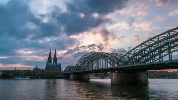 Sonnenuntergang Timelapse der Kölner Dom und Hohenzollernbrücke