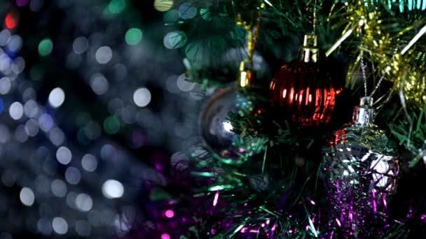 Weihnachtsdekoration am Baum