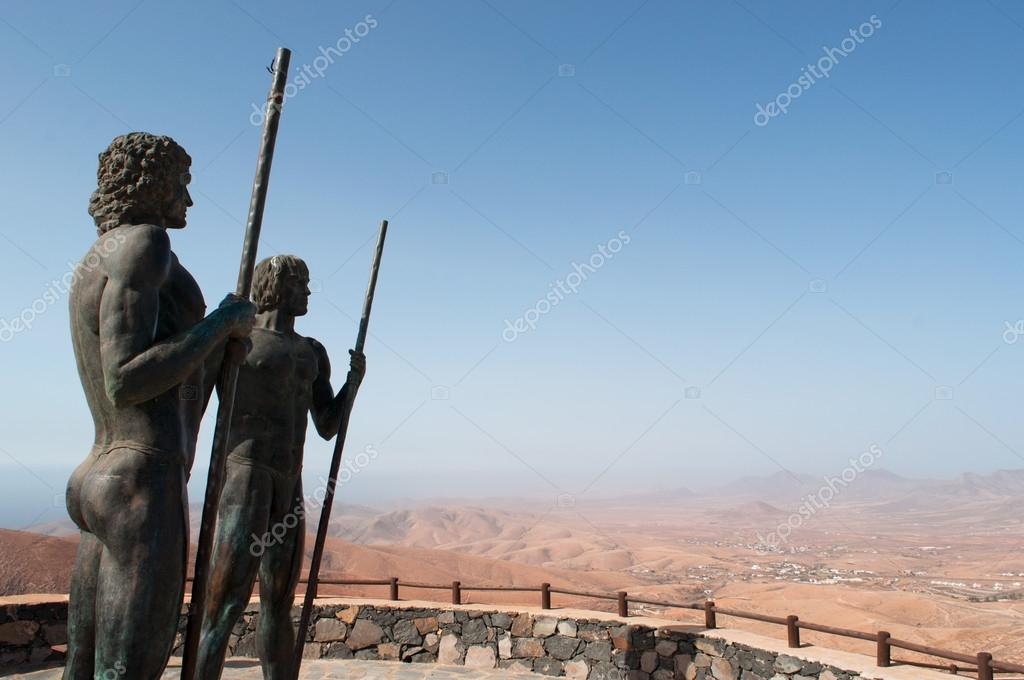 Fuerteventura: the bronze statues of Ayose and Guise, Kings of ...
