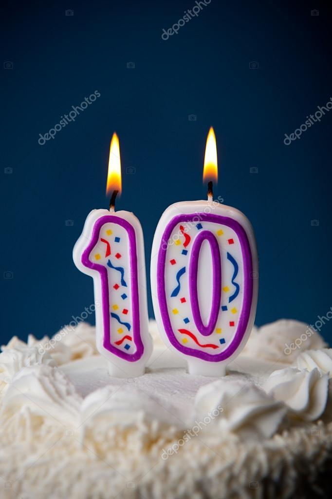 Kuchen Geburtstagskuchen Mit Kerzen Zum 10 Geburtstag Stockfoto