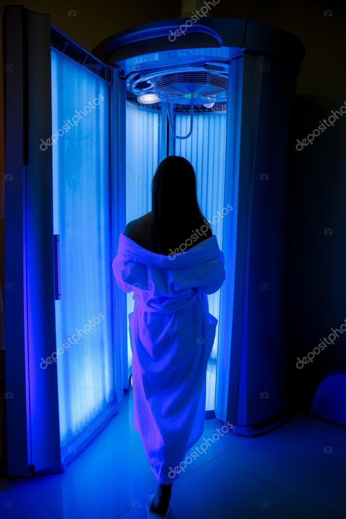 Фотка девушка в солярии, пожилые жены получают двойное проникновение